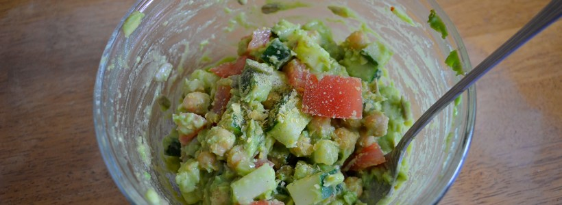 Quick and Nutritious Lunch Option: Avocado Chickpea Salad