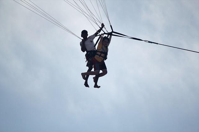 Visiting Bali with a 10-year-old boy: Sanur Beach: parasailing3