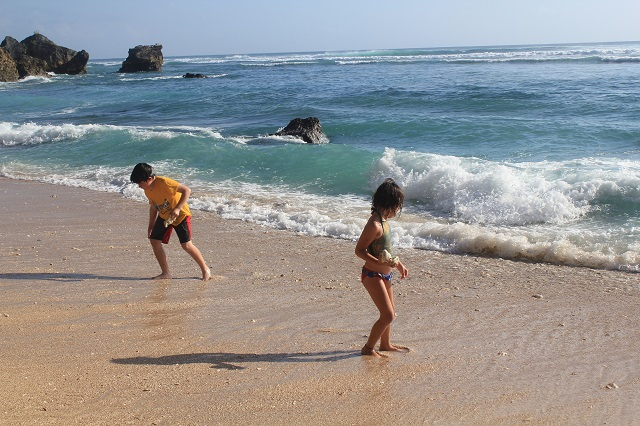 Visiting Bali with a 10-year-old bo: Suluban Beach: rocks movers