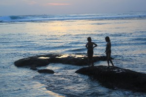 Visiting Bali with a 10-year-old boy: Suluban Beach: sunset1