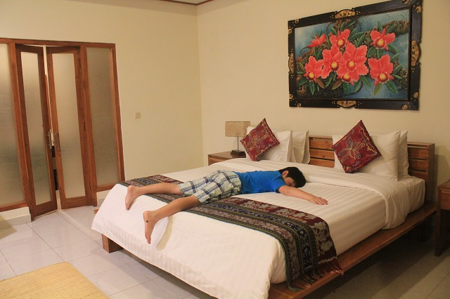 Two Worlds Treasures-room at Puri Sari Hotel, Labuan Bajo, Flores.