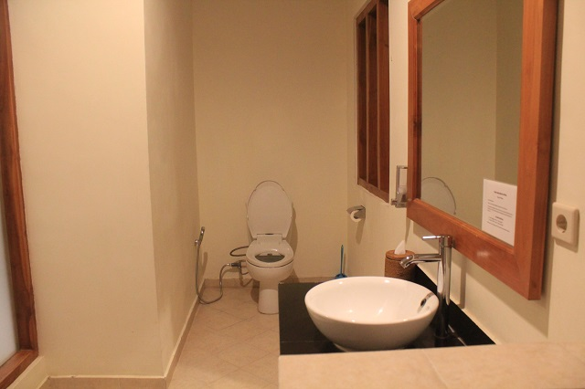 Two Worlds Treasures-toilet in Puri Sari Hotel, Labuan Bajo, Flores.