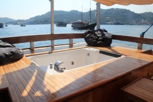 Two Worlds Treasures - there's a jacuzzi at Kajoma IV.