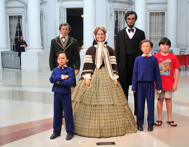 Abraham Lincoln Presidential Museum: J with the Lincoln: Two Worlds Treasures