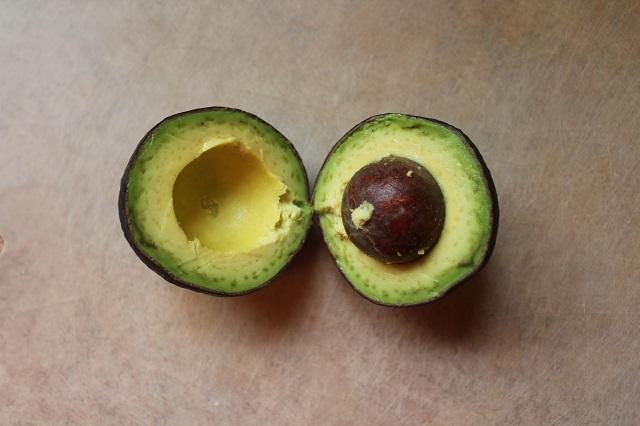 Simple Avocado Juice: Indonesian drink: sliced avocado: Two Worlds Treasures