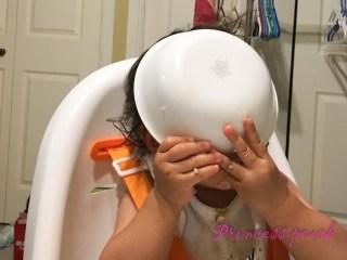 寶寶吃飯亂糟糟