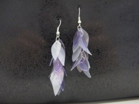 leaf-shaped_earrings_made_from_bottles_purple_and_silver__7b344b90