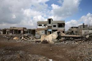 مسجد مدمر في بلدة بمنطقة الغوطة الشرقية يوم 13 أبريل نيسان 2016. تصوير: بسام خابيه - رويترز