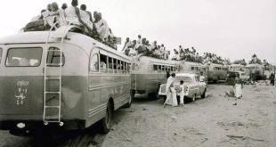 صورة للحجاج وهم يعبرون الى المملكة العربية السعودية لأداء الحج عام ١٩٥٧