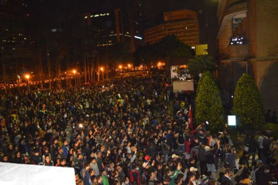 Occupy_Executive_Yuan_by_VOA_(13)