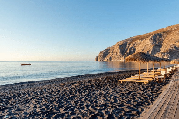 santorini-honeymoon-kamari-beach-makris-hotel