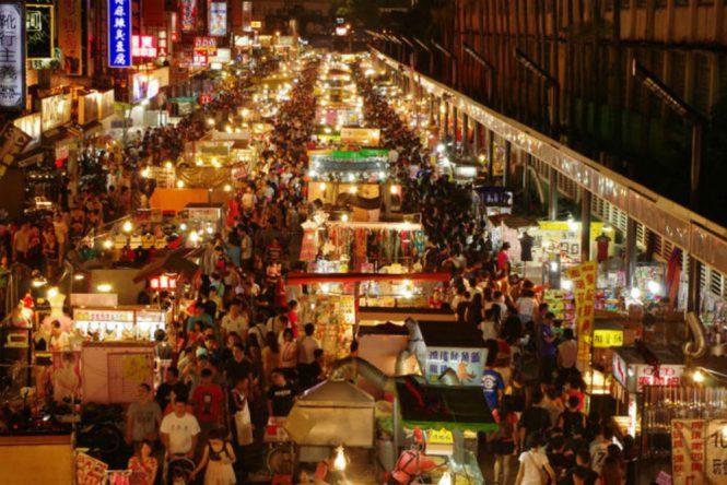 Hanoi Honeymoon - Hang Dao Market - Tips Traveling the World