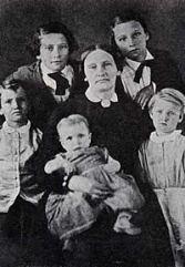 Mary Maverick and children