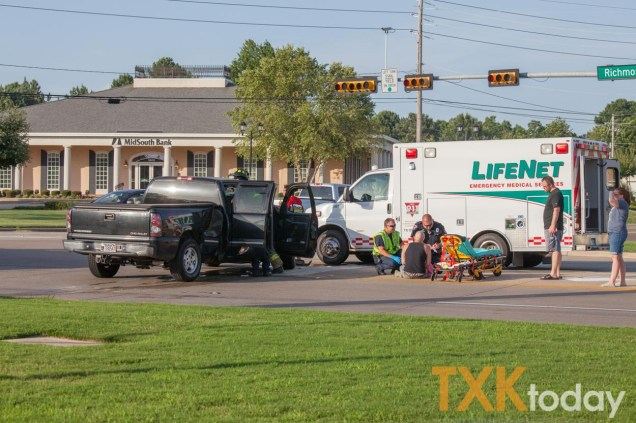 Accident leaves Richmond Rd  blocked at Moores for short