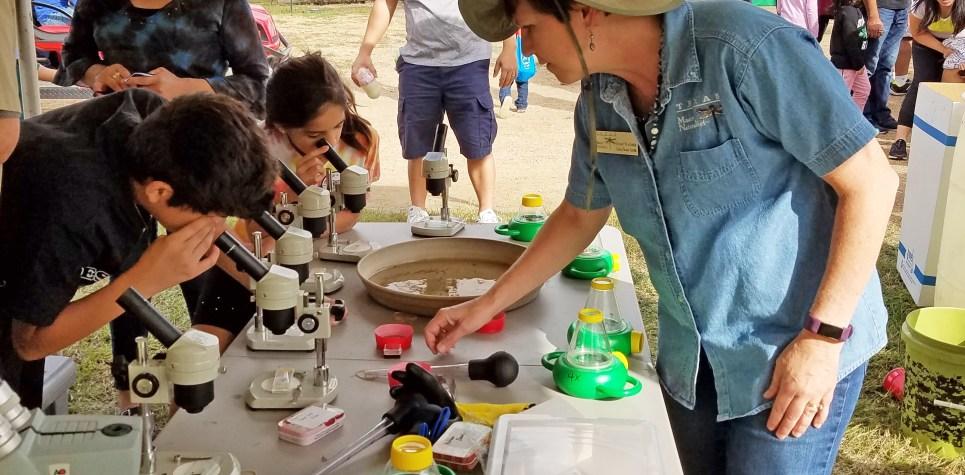 SNF 2018: Susan Walther and kids at wetlands display