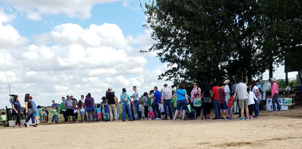 SNF 2018: long line waiting for the hayride 2pm