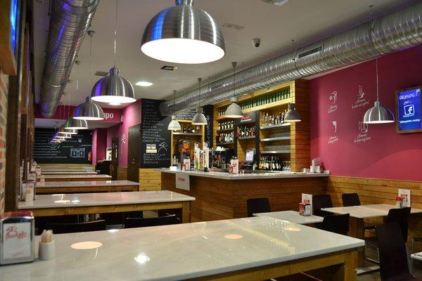 El interior del establecimiento Indalo Tapas en Chueca, Madrid.