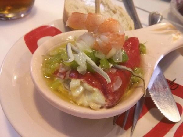 La Gabarra. Pimiento del piquillo, gulas, bonito del norte, huevo, mayonesa, langostino, pimiento verde.