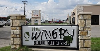 Winery at Willow Creek sign