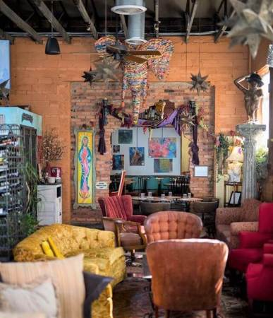 Relaxed seating for lunch at La Diosa Cellars, Lubbock, TX