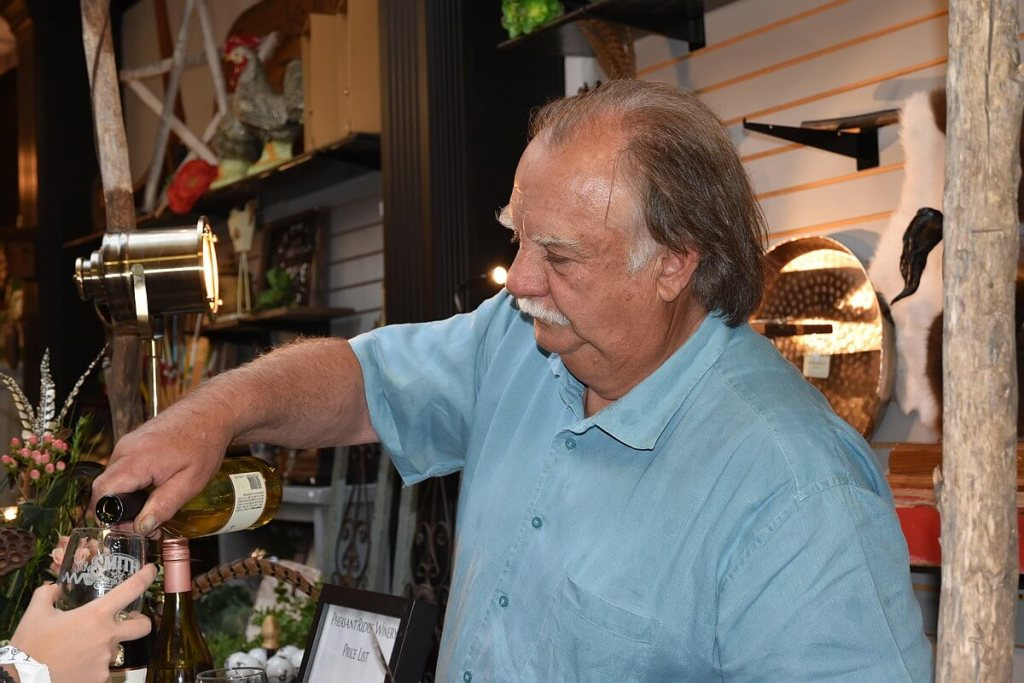 Bobby Cox pouring