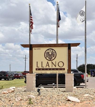 Llano Estacado Winery sign outside