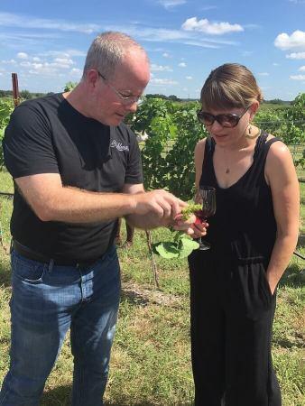 Kuhlman Cellars co-founder Chris Cobb conducting a Vina Vita University class in the vineyard