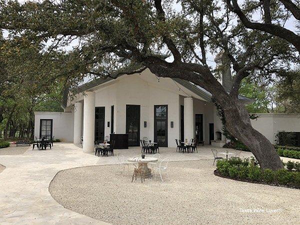 Signor Vineyards tasting room - outside