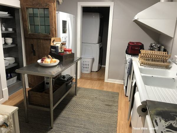 Farmhouse Vineyards Guest Cottage kitchen and washer & dryer