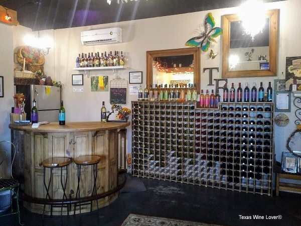 TF Vineyard & Winery tasting bar