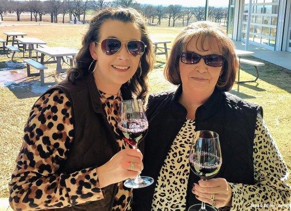 Laurinda Thomas and Irene Powell