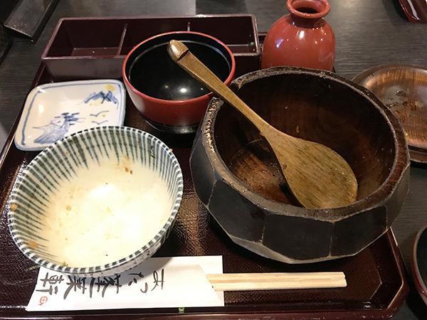 お櫃いっぱいのご飯を完食。お米一粒残さず綺麗にいただきました。