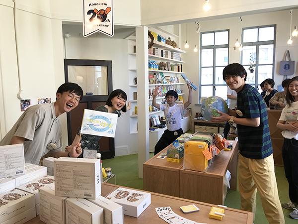 青山からやって来た東京のスタッフ。みんな若くて本当に楽しそうに仕事をしています。