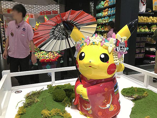 京都の舞妓さんのコスプレをしたピカチュウ。すでに国民的アイドルキャラクターです。