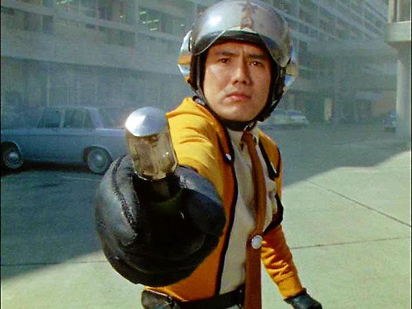 ハヤタ隊員が手に持っているのがベータカプセル。先端が輝いて変身します。