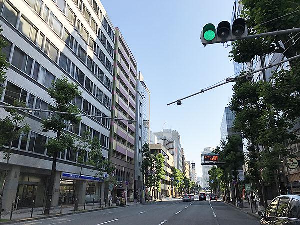 北浜は大阪有数のオフィッス街。ビルが立ち並び平日のお昼時はどの飲食店もいっぱいです。