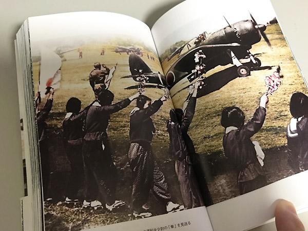 白黒で見る記録写真は遠い歴史の記録にしか思えませんが、カラーで見ると「そこにあった事実の記憶」としてリアルに伝わってきます。歴史は時間の連なりであることが実感できます。