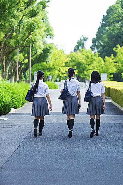 主人公はどこにでもいる普通の女子高生・優子。しかし、その複雑な生立ちを周りの人たちは知りません。