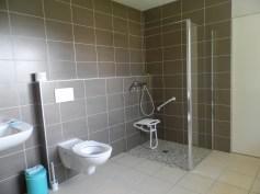 La salle de bains PMR au rez de chaussée