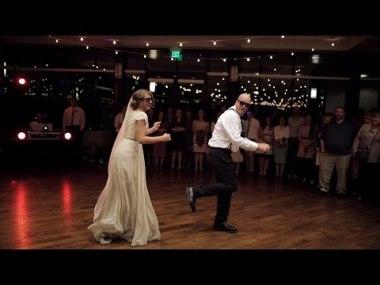 Зажигательный танец отца и дочери порвал танцпол в клочья