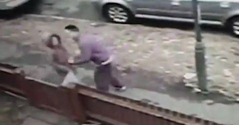 Неожиданный и достойный отпор школьницы на действия грабителя