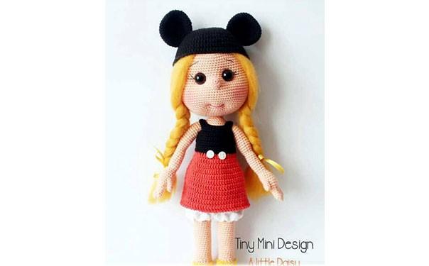 Вязаная крючком кукла в костюме Микки Мауса. Описание