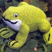 Вязаная лягушка-путешественница. Описание