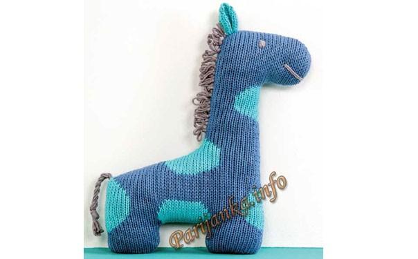 Вязаный голубой жираф. Описание