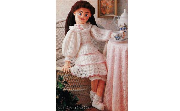 Вязаная крючком кукла в викторианском стиле