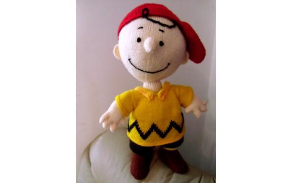 Вязаная спицами кукла. Чарли Браун