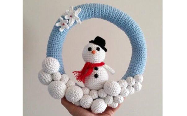 Вязаный снеговик в кольце. Крючком