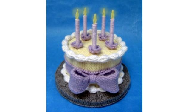 """Вязаный торт """"С днем рождения"""""""