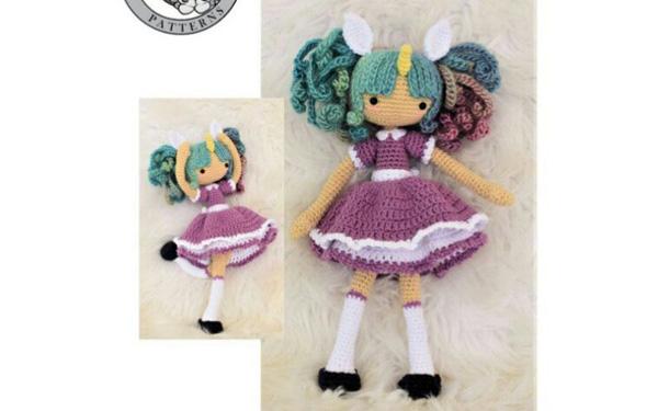 Вязаная куколка Зоя