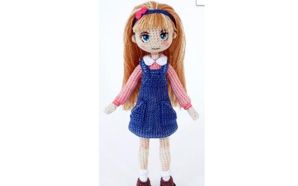 Вязаная кукла Анита в голубом платье